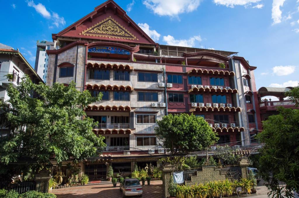 Best Price on Meng Goldiana 282 Hotel Phnom Penh in Phnom
