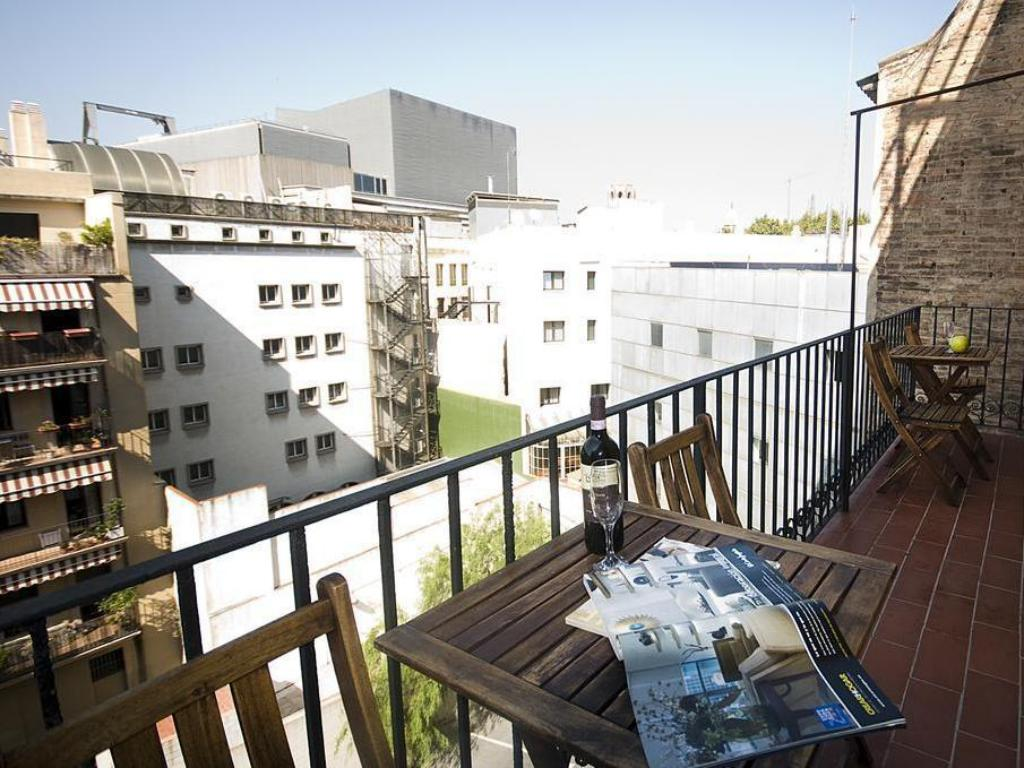 Best price on happy apartments barcelona in barcelona for Barcelona apartment