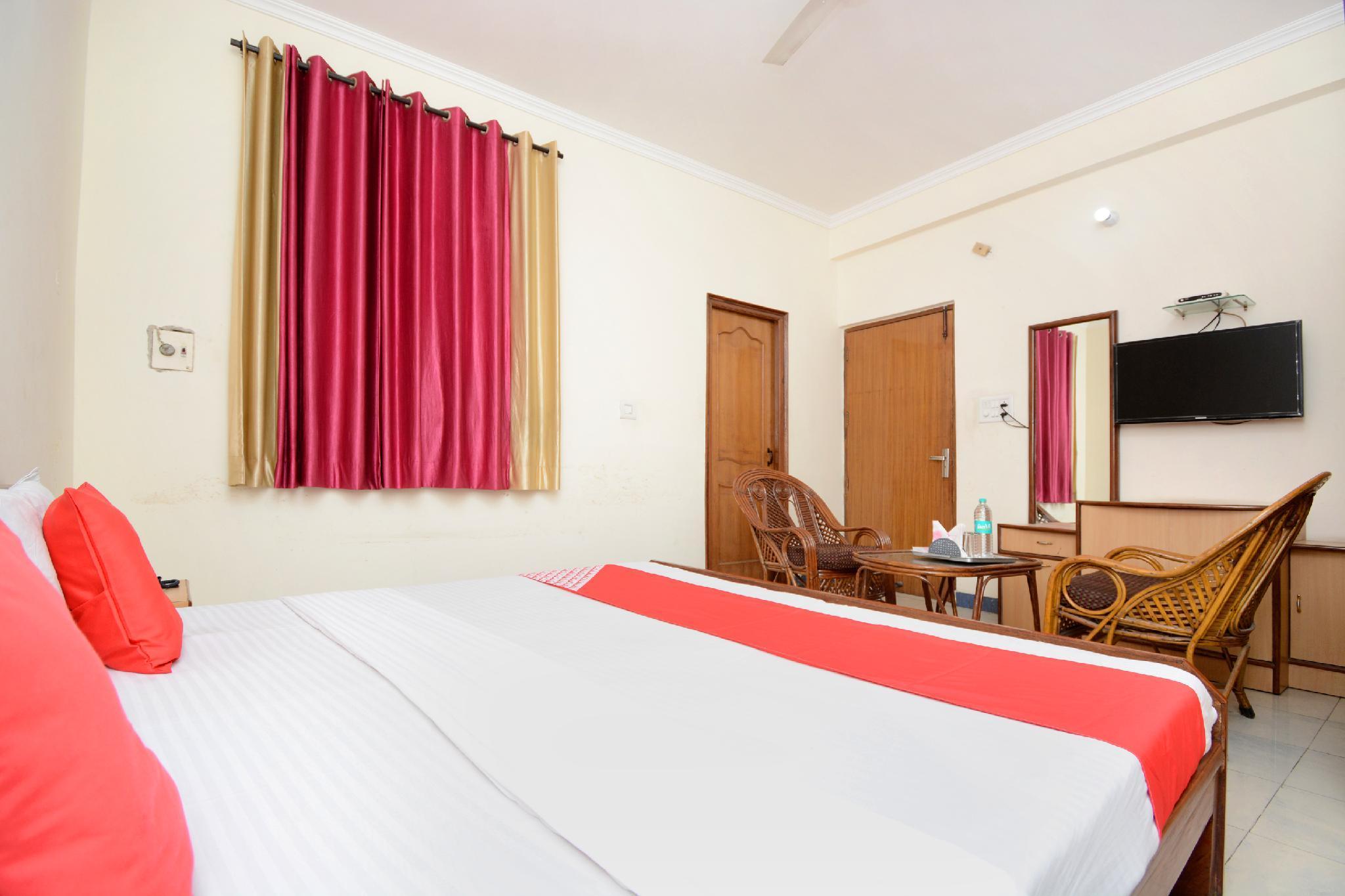 OYO 26594 Hotel Chirag, Ambala
