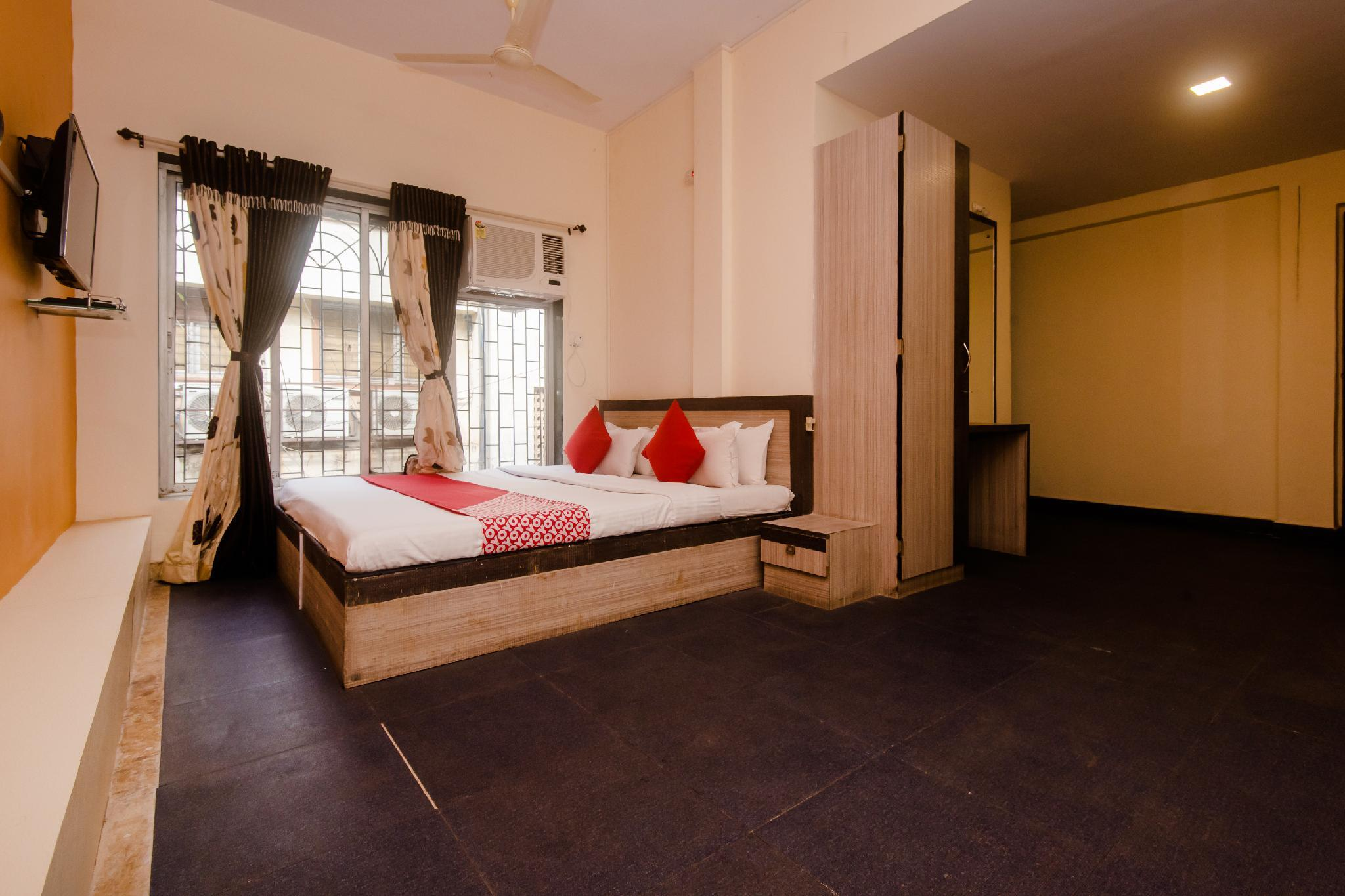 OYO 26206 Hotel Paras, Palghar