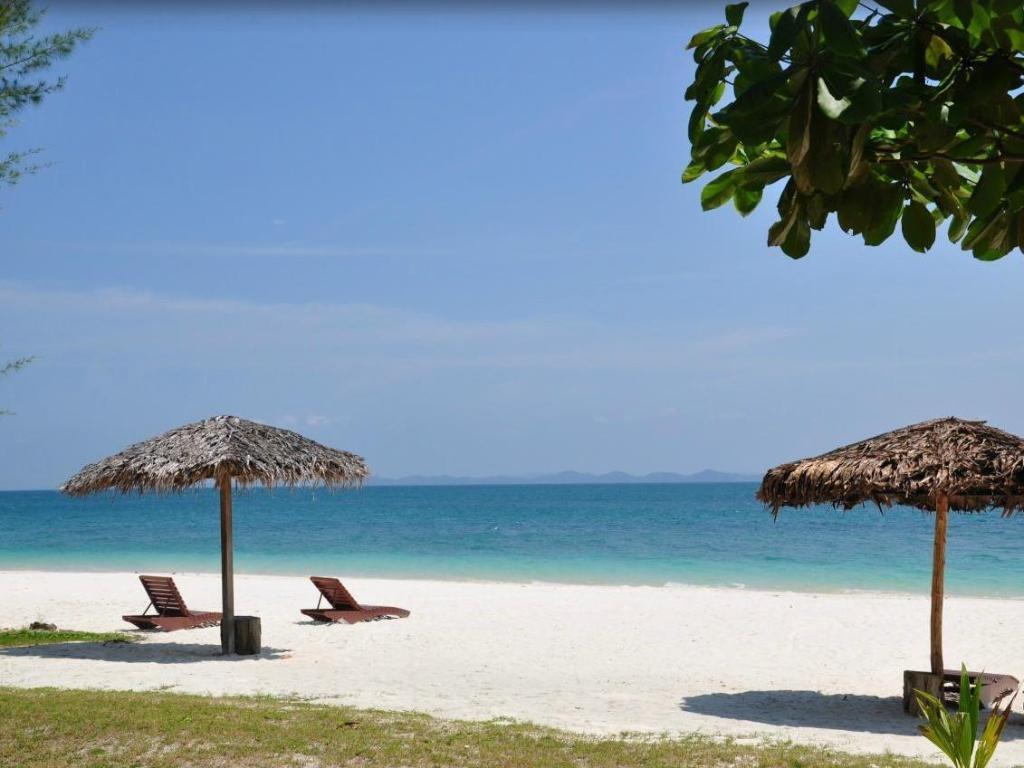 Best Price on Aseania Resort Pulau Besar in Mersing + Reviews