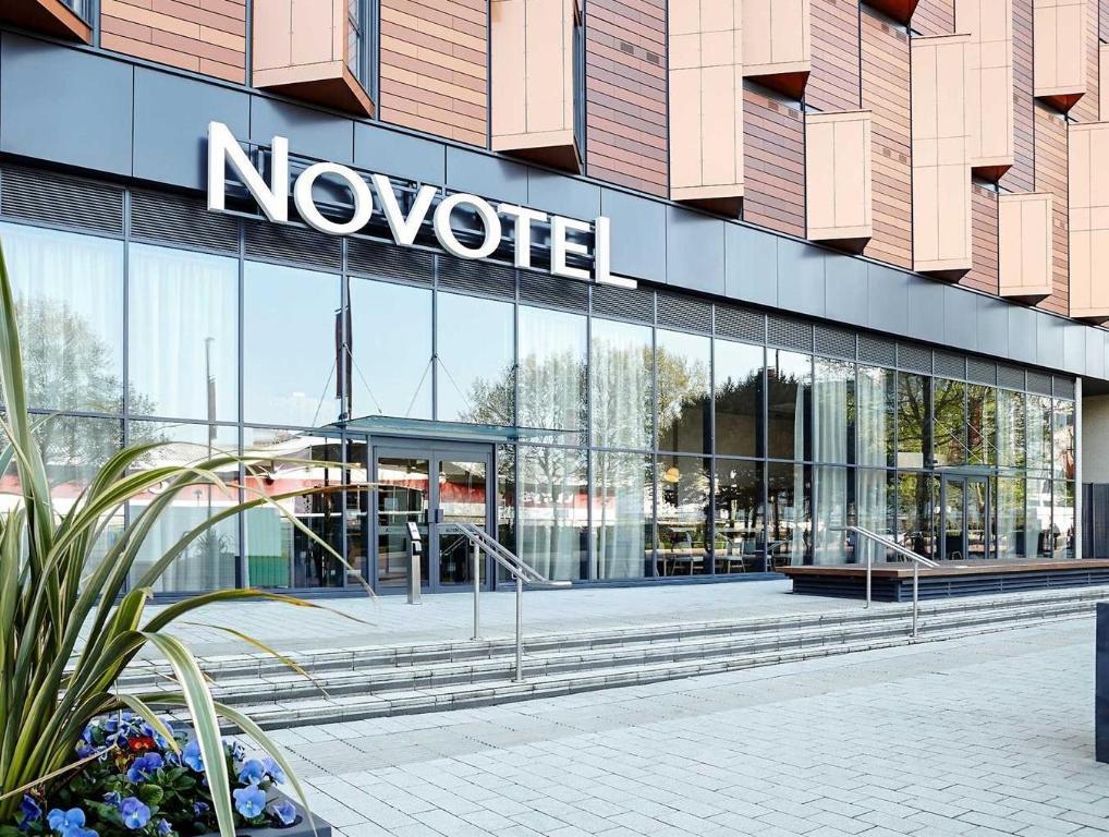 Best Price On Novotel London Wembley Hotel In London