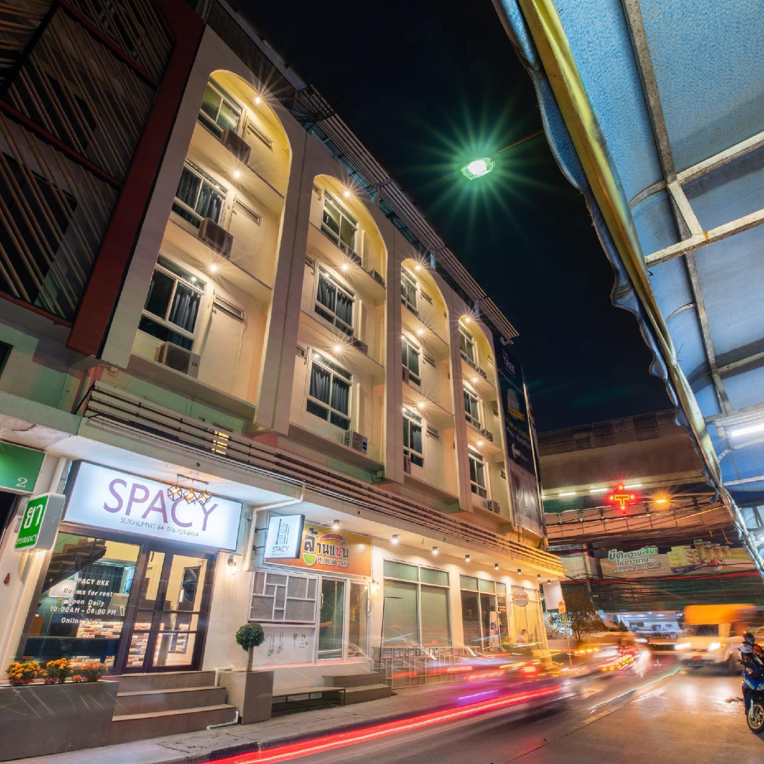 Spacy BKK, Prakanong