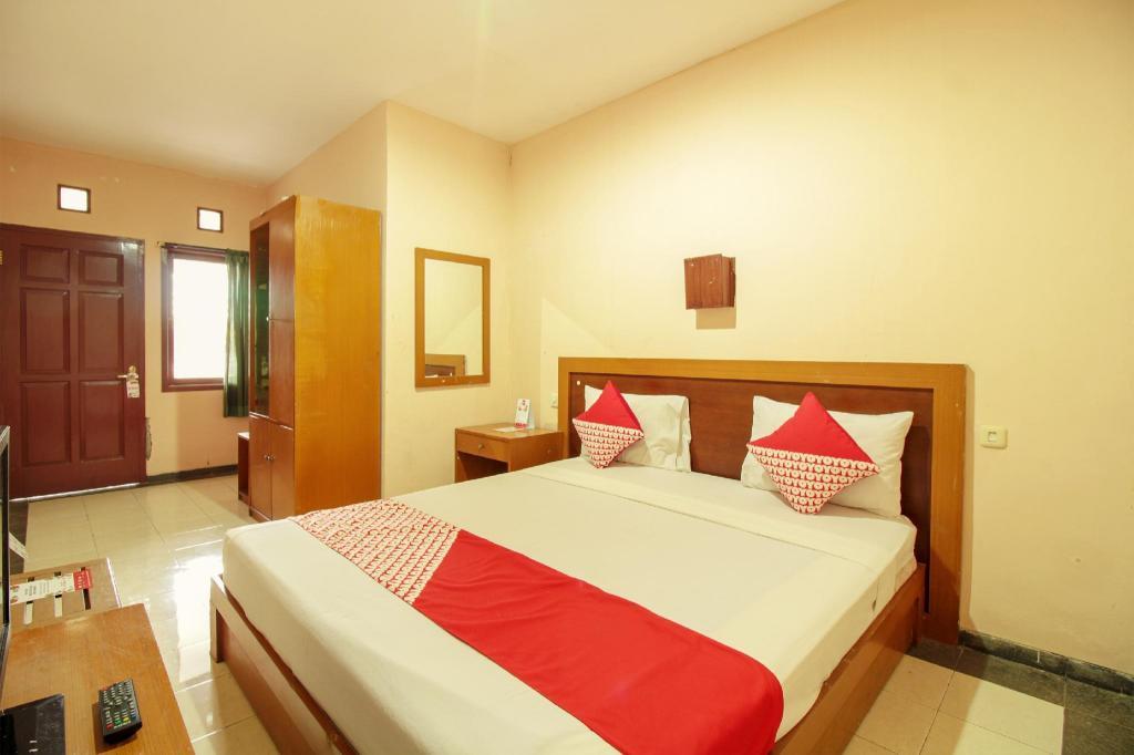 Kamar penginapan di OYO 370 Hotel Sofia Pangandaran