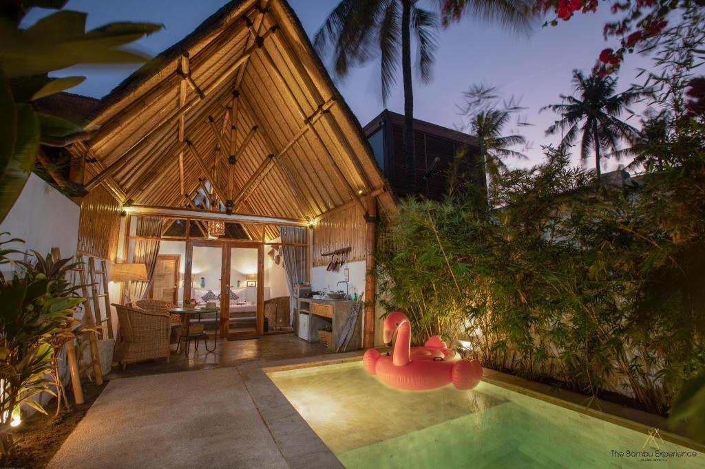 Ruangan luar The Bambu Huts
