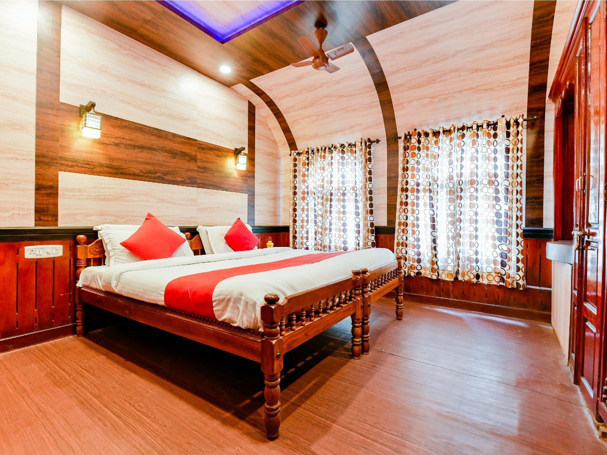 OYO 24271 Houseboat My Trip 2bhk, Alappuzha