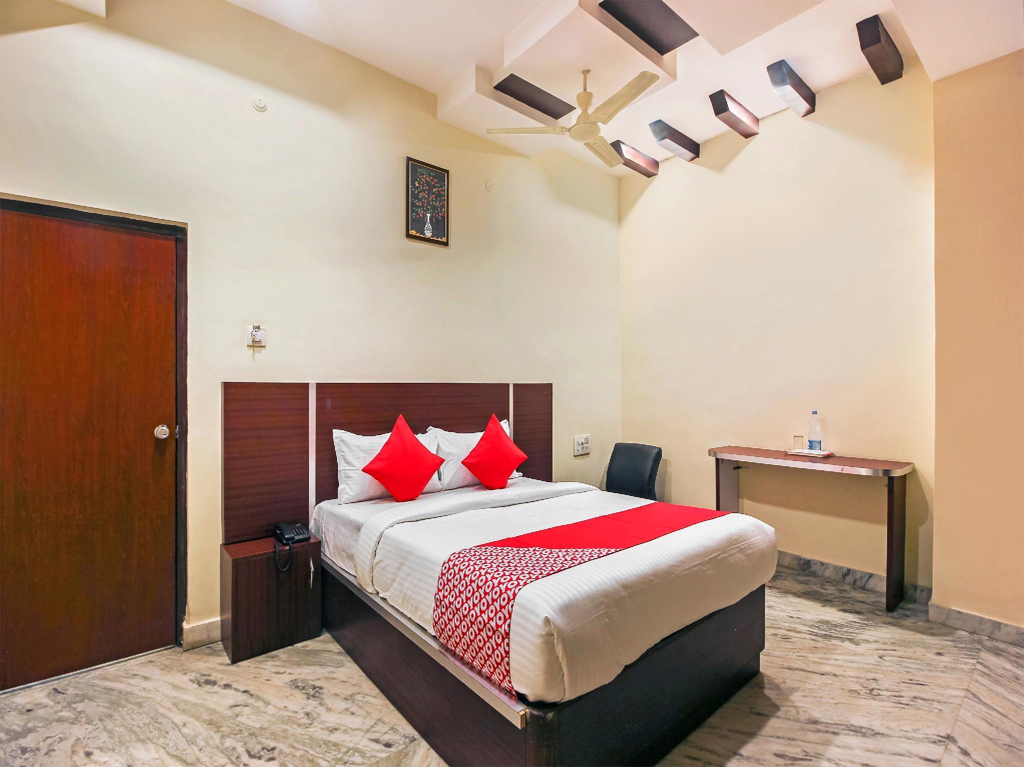 OYO 19460 Hotel Pearl City, Hyderabad
