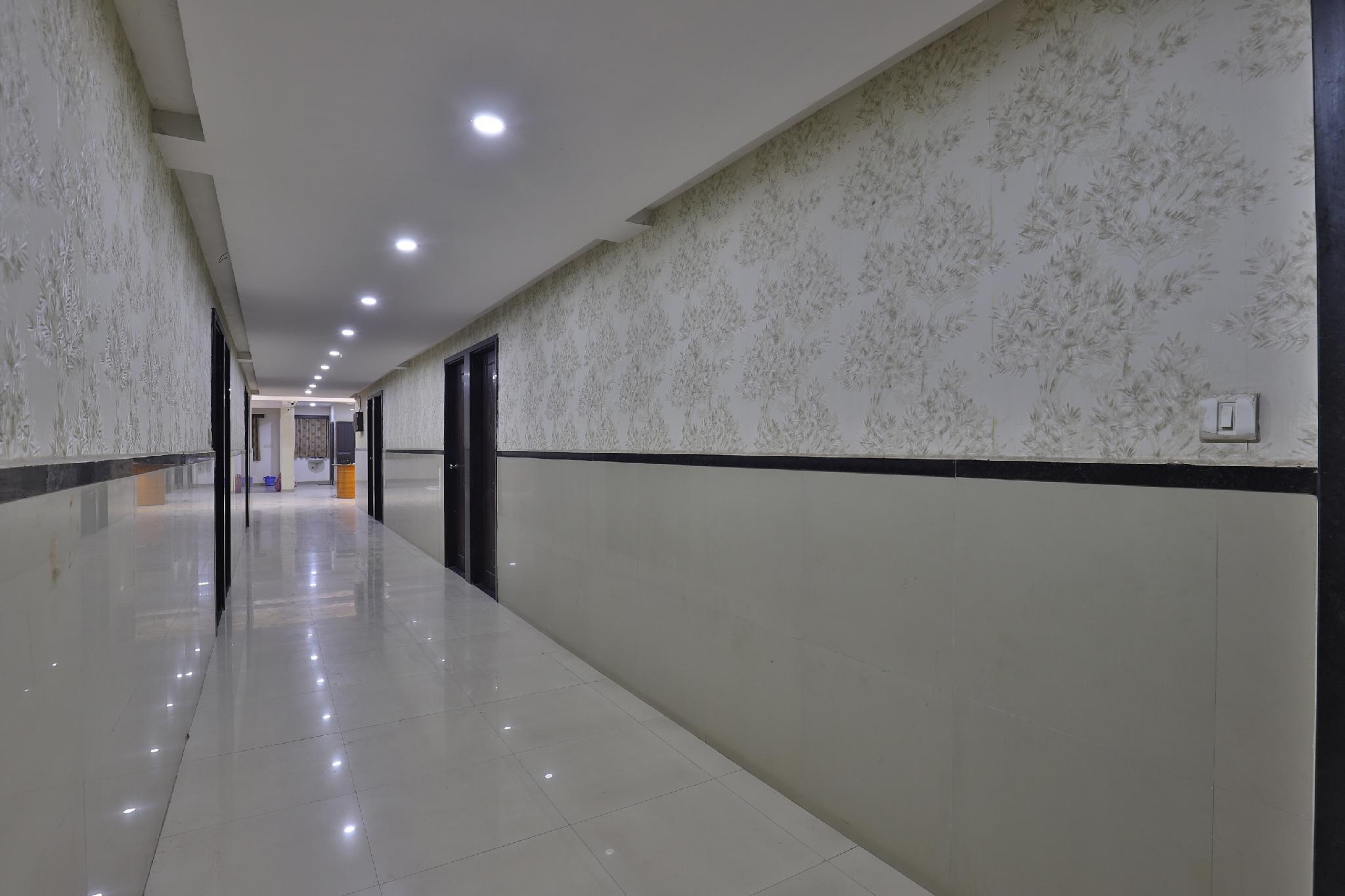 OYO 28361 Siddhi Vinayak Palace, Surat
