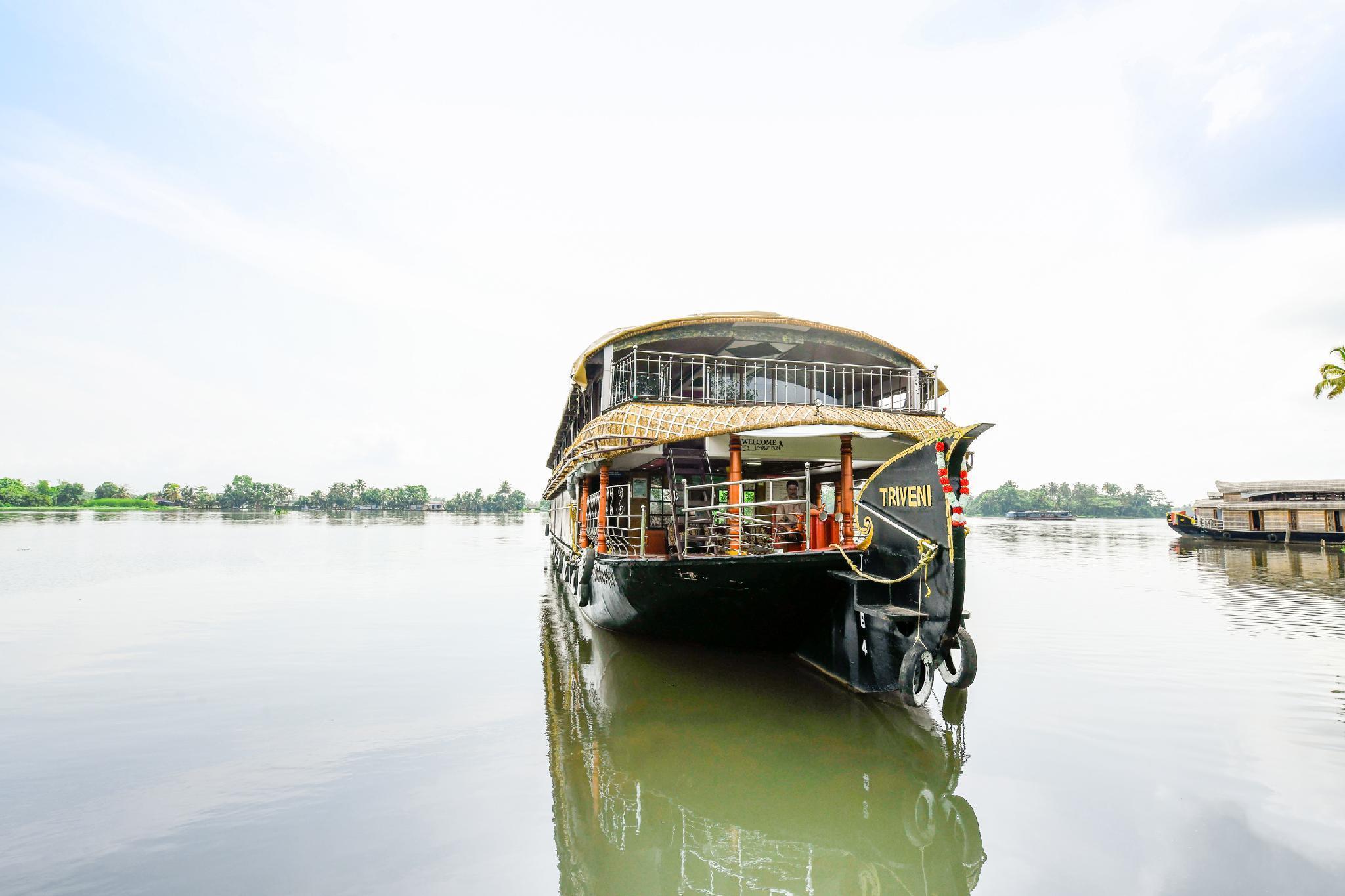 OYO 22647 Houseboat Triveni, Alappuzha