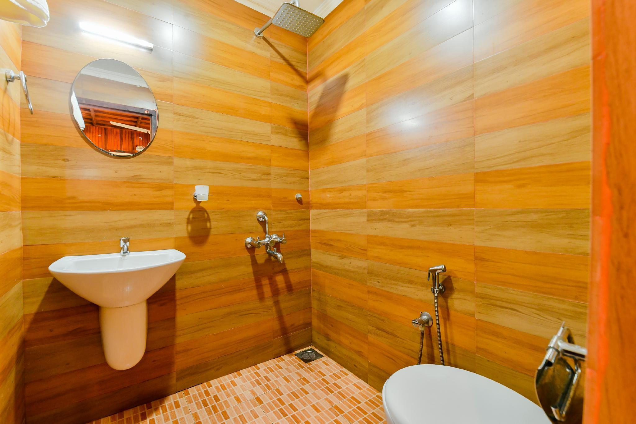 OYO 23210 KHBO Diamond Sharing Houseboat, Alappuzha