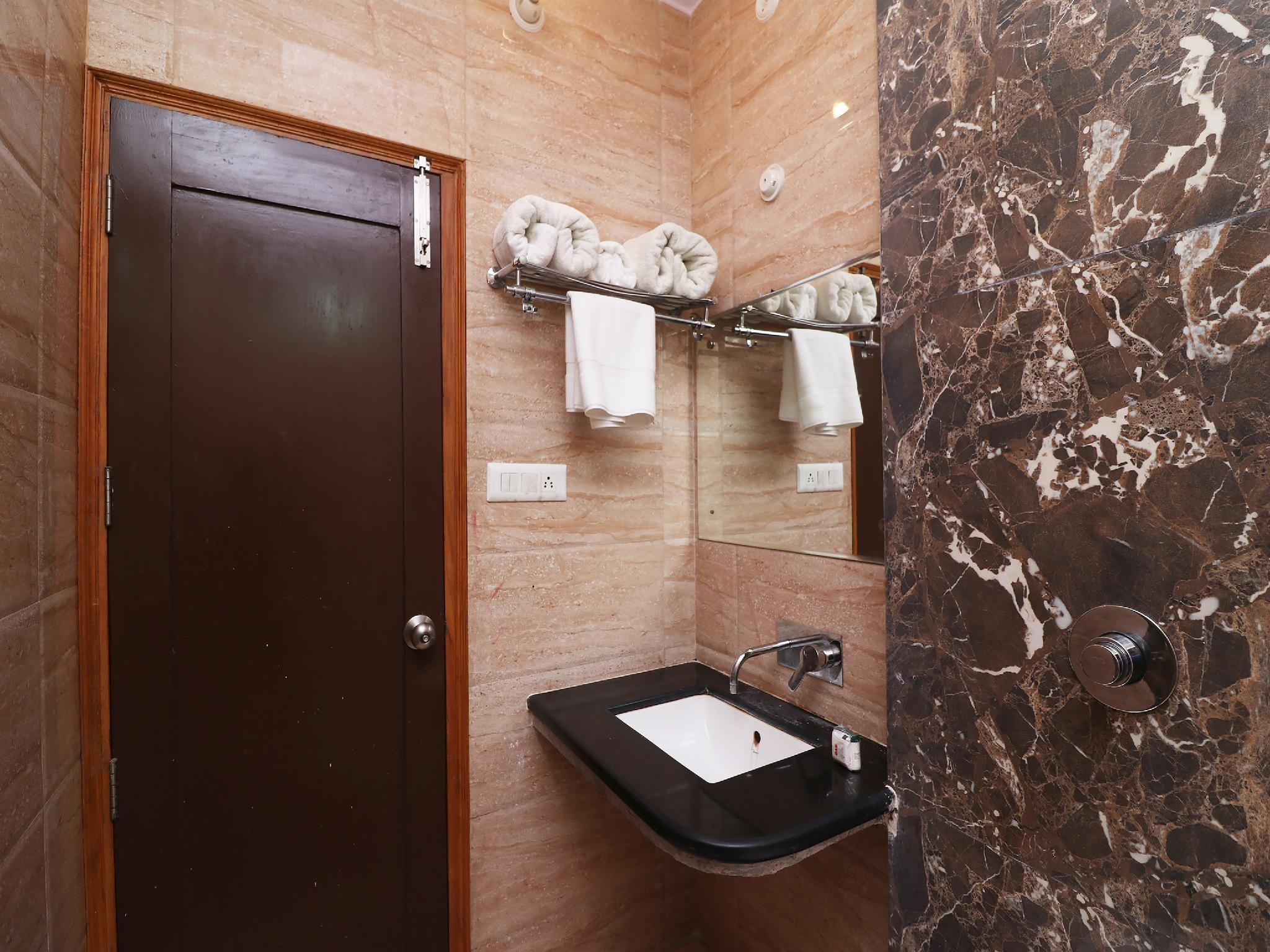 OYO 29029 Rc Hotel, Rewari