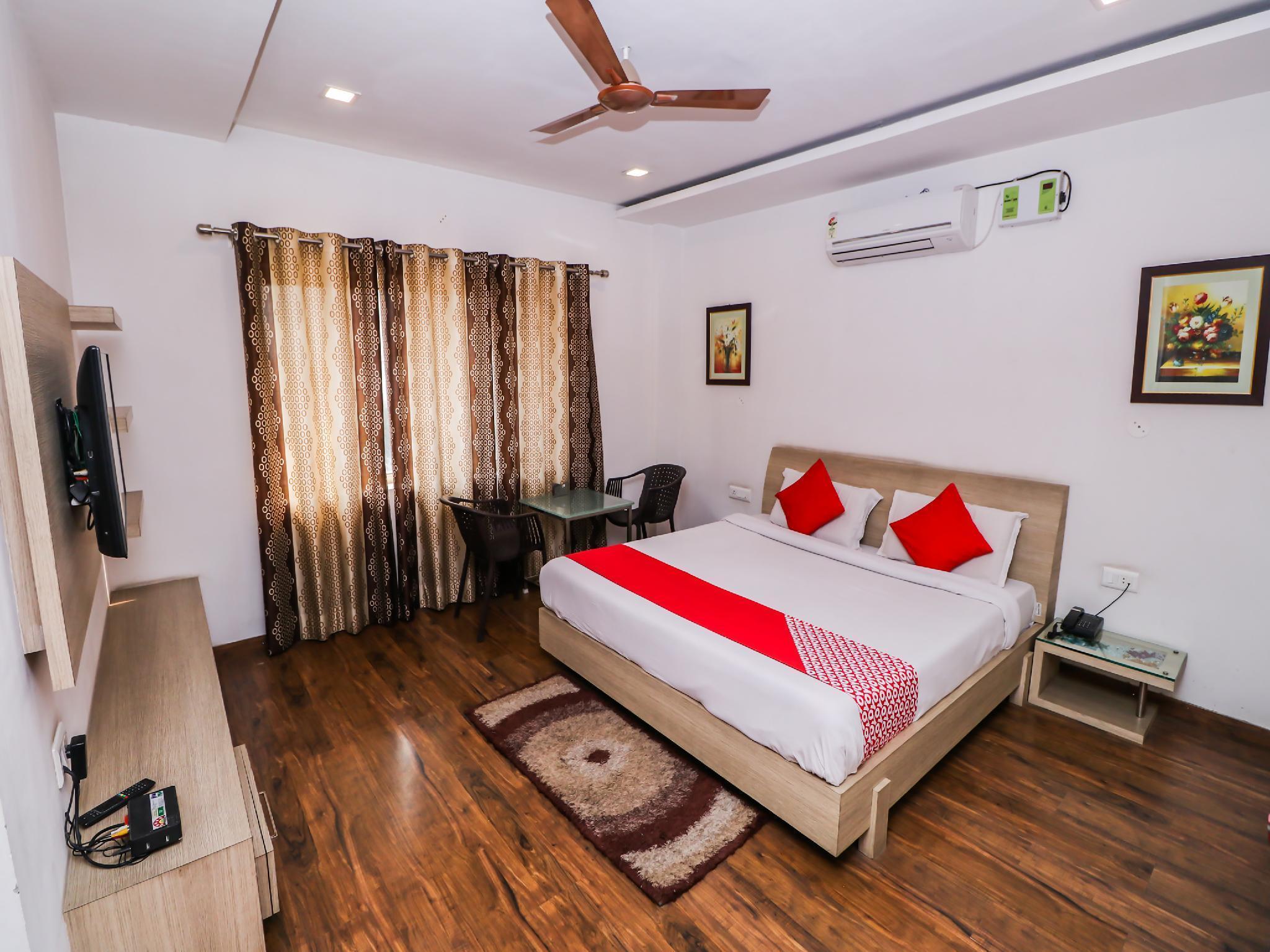OYO 26173 Hotel Divine Residency