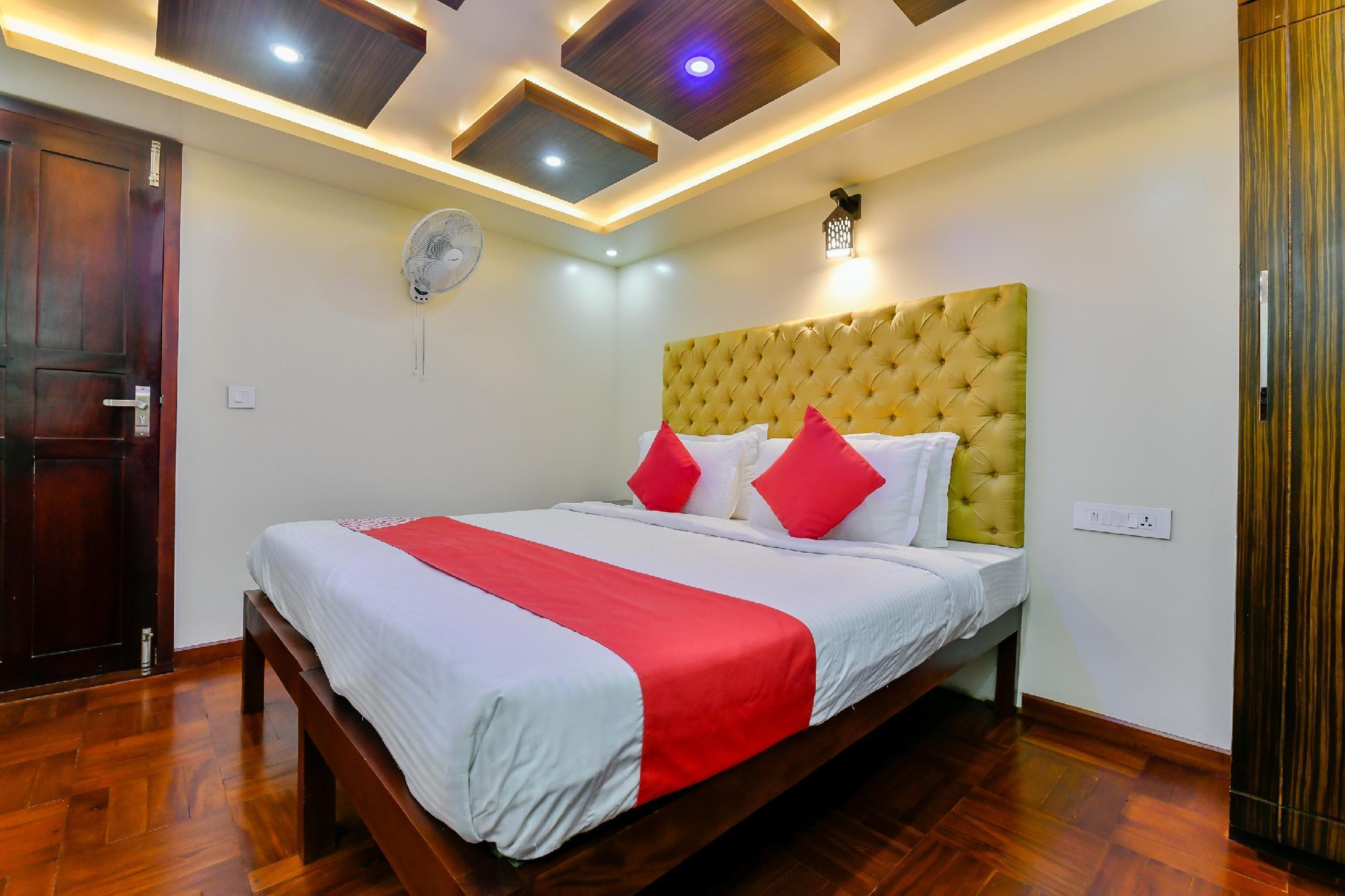 OYO 23063 Luxury Meghavarsham 5BHK, Alappuzha