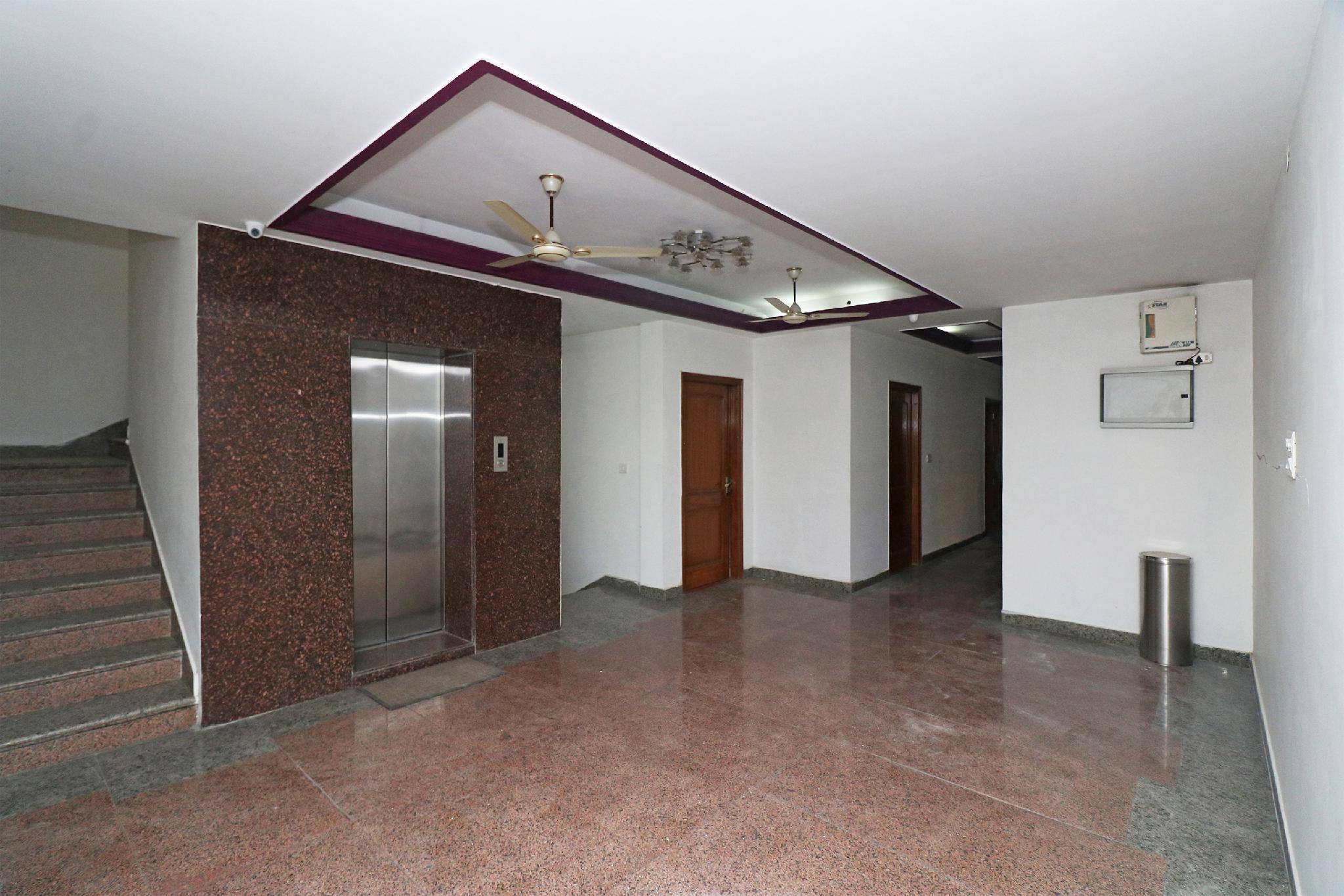 OYO 28098 Hotel Dhingra Palace, Rewari