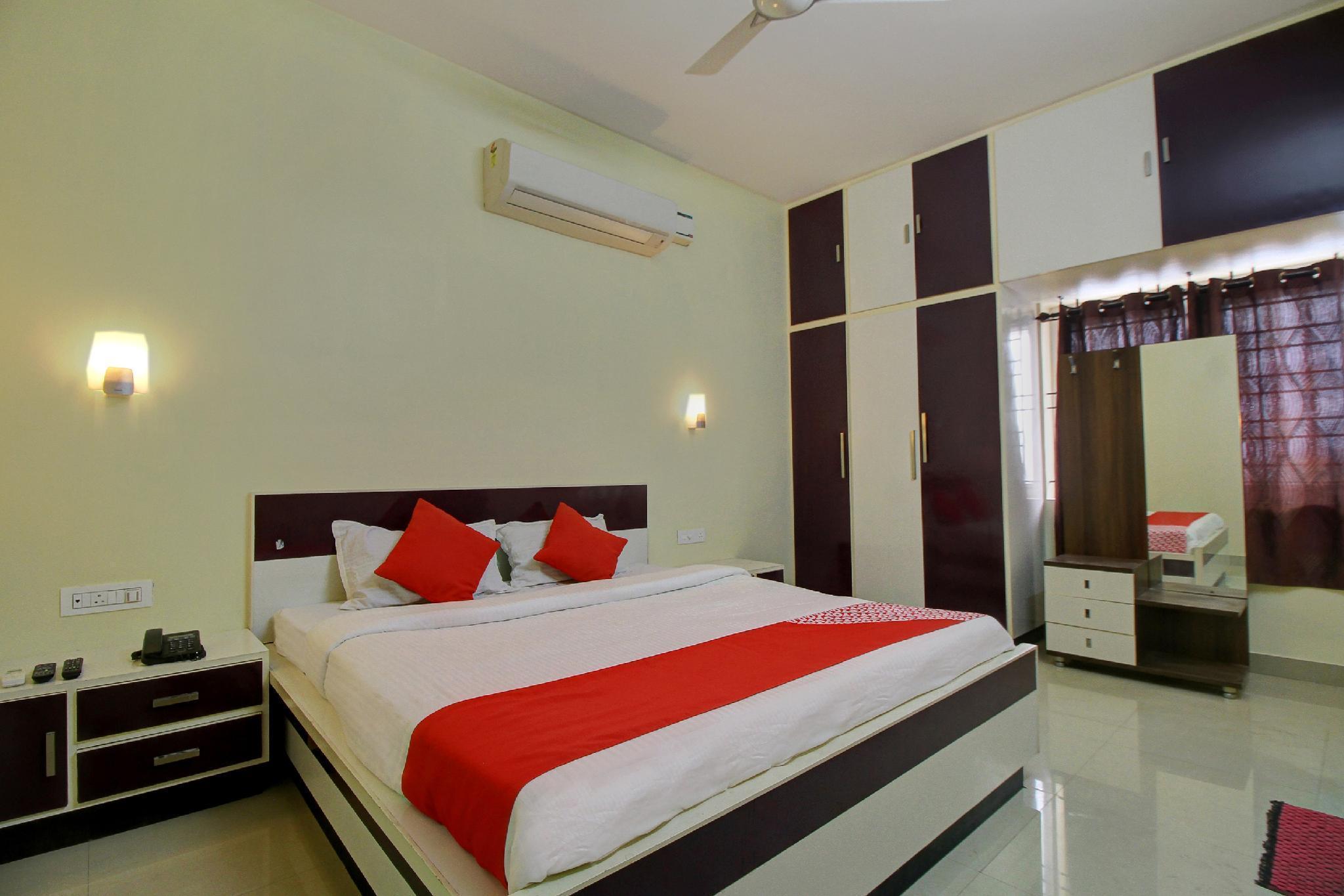 OYO 22536 Vishaak Inn