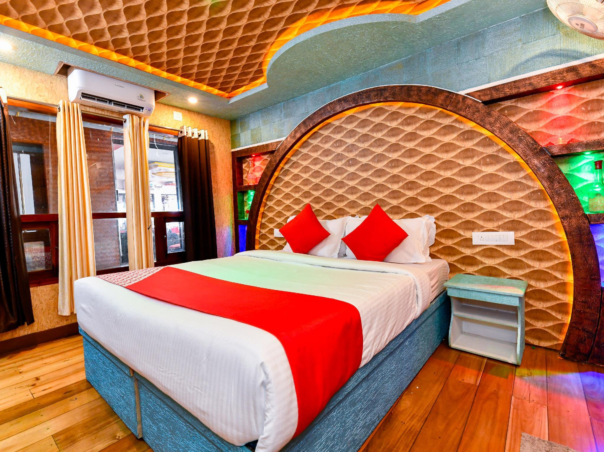 OYO 22272 Houseboat Anugraha 8 Bhk, Alappuzha