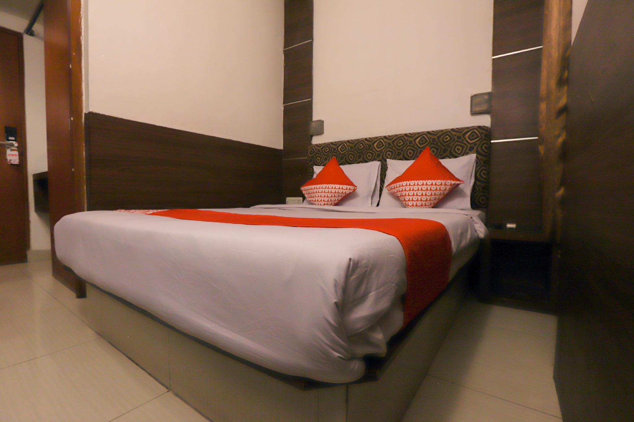 OYO 467 Penthouse Hotel