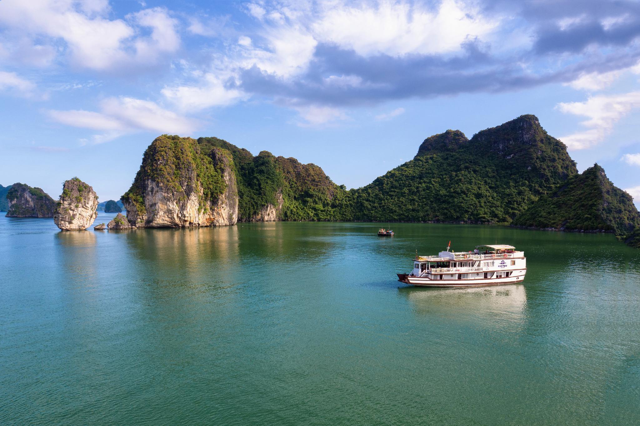 Cozy Bay Cruise Ha Long, Hạ Long