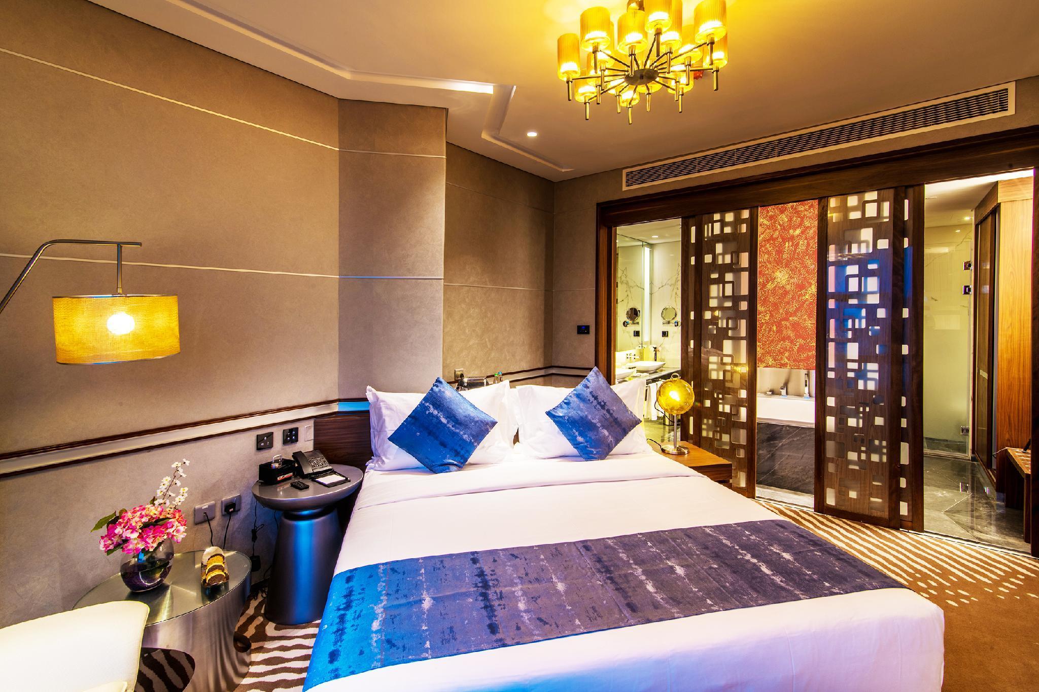 VIP Hotel,