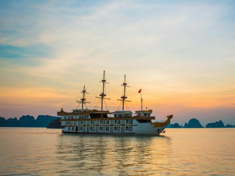 Du thuyền Dragon Cruise Hạ Long
