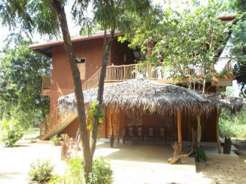Kings Lodge, Palugaswewa