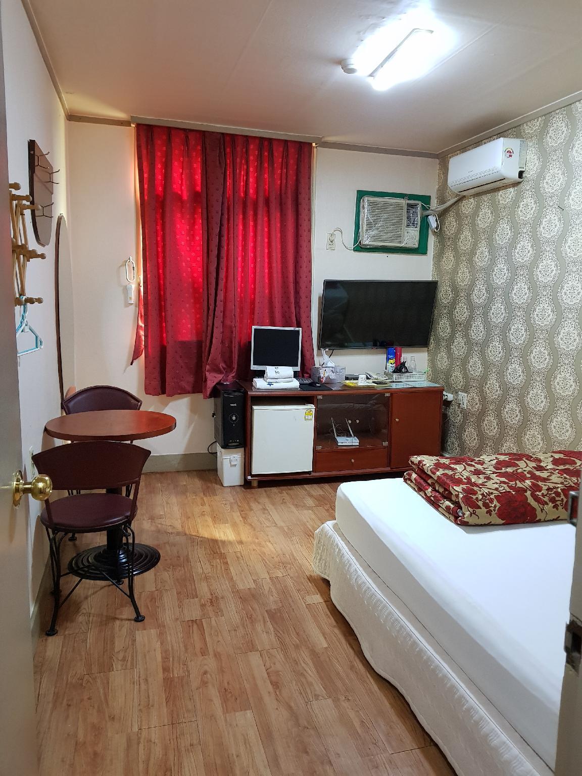 PyungWhaJang Motel, Gangseo