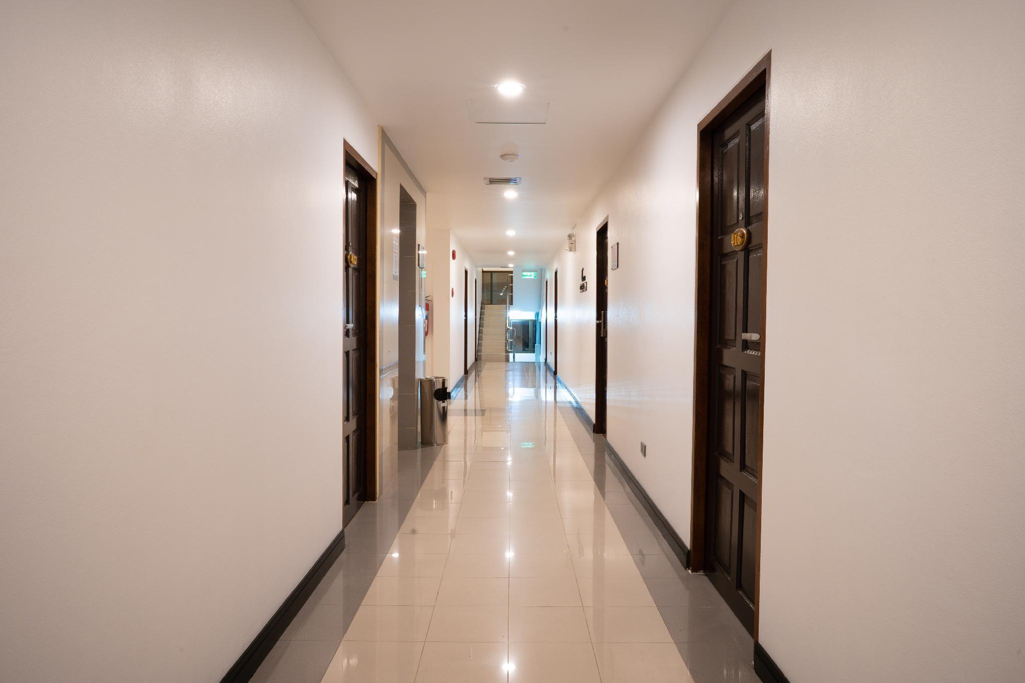 Betong Hello Hotel, Batong