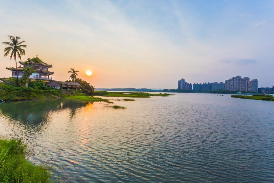Lakeside Sunshine Villa