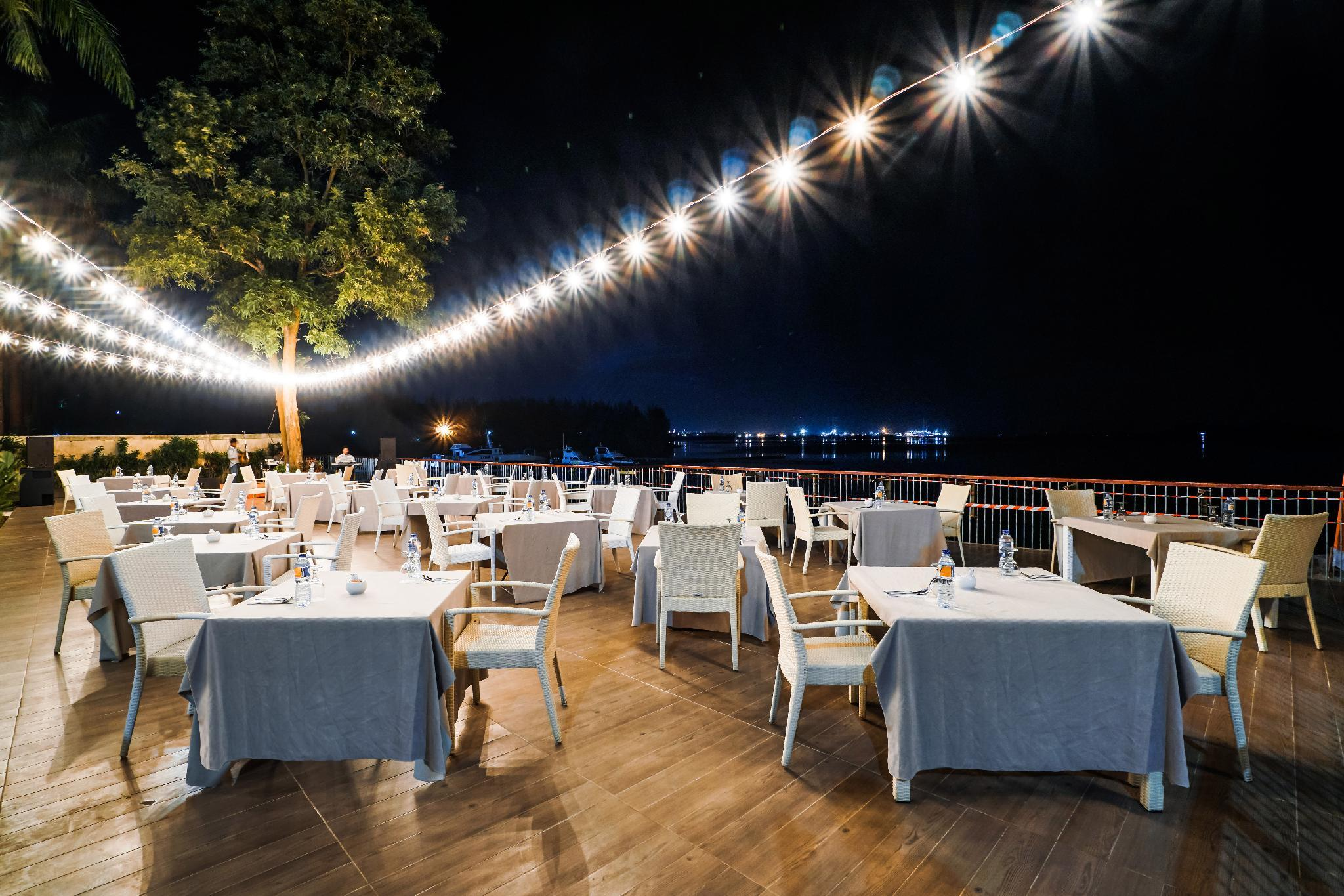 Harris Resort Waterfront