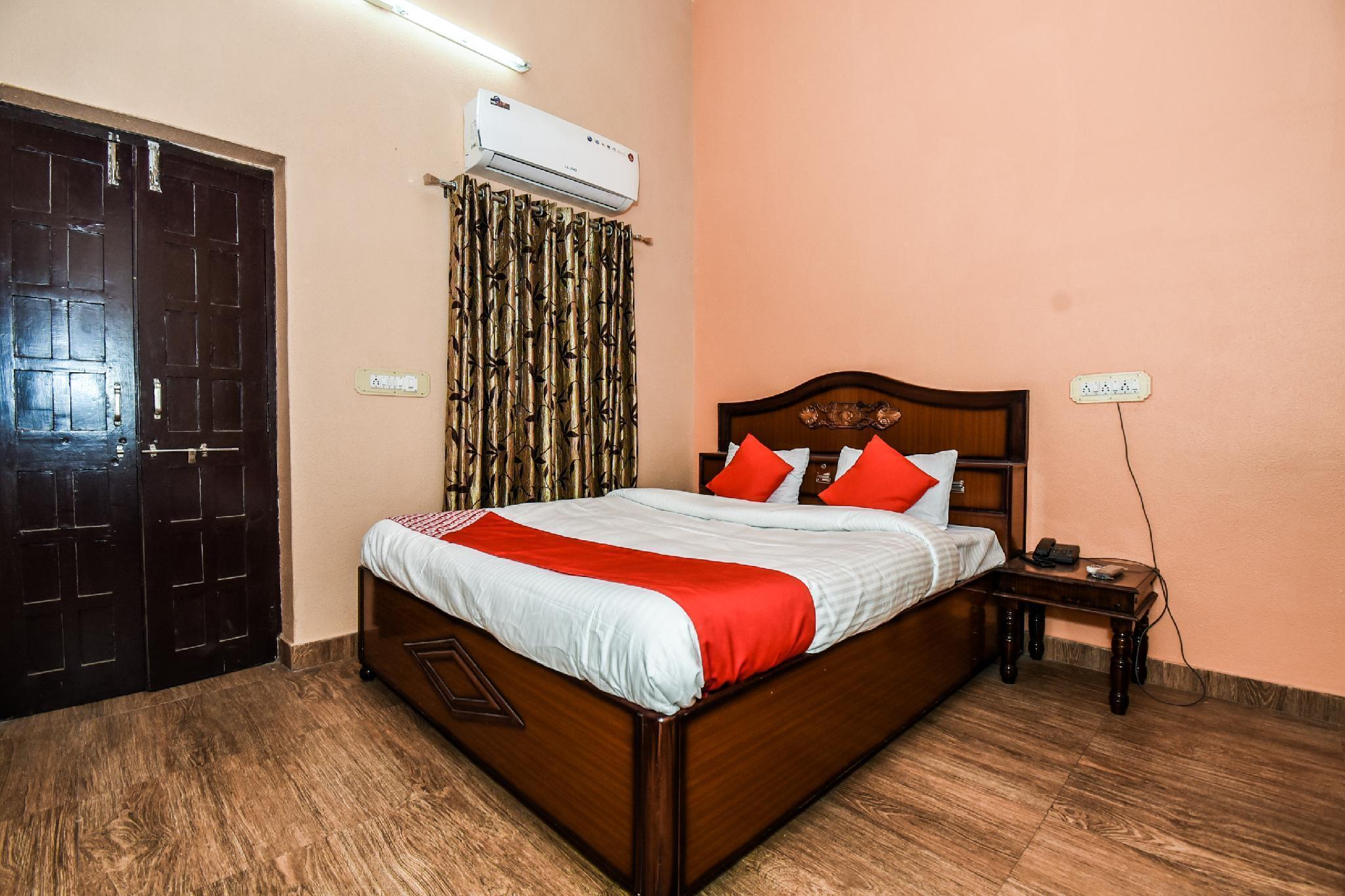 OYO 29641 Poonam Palace