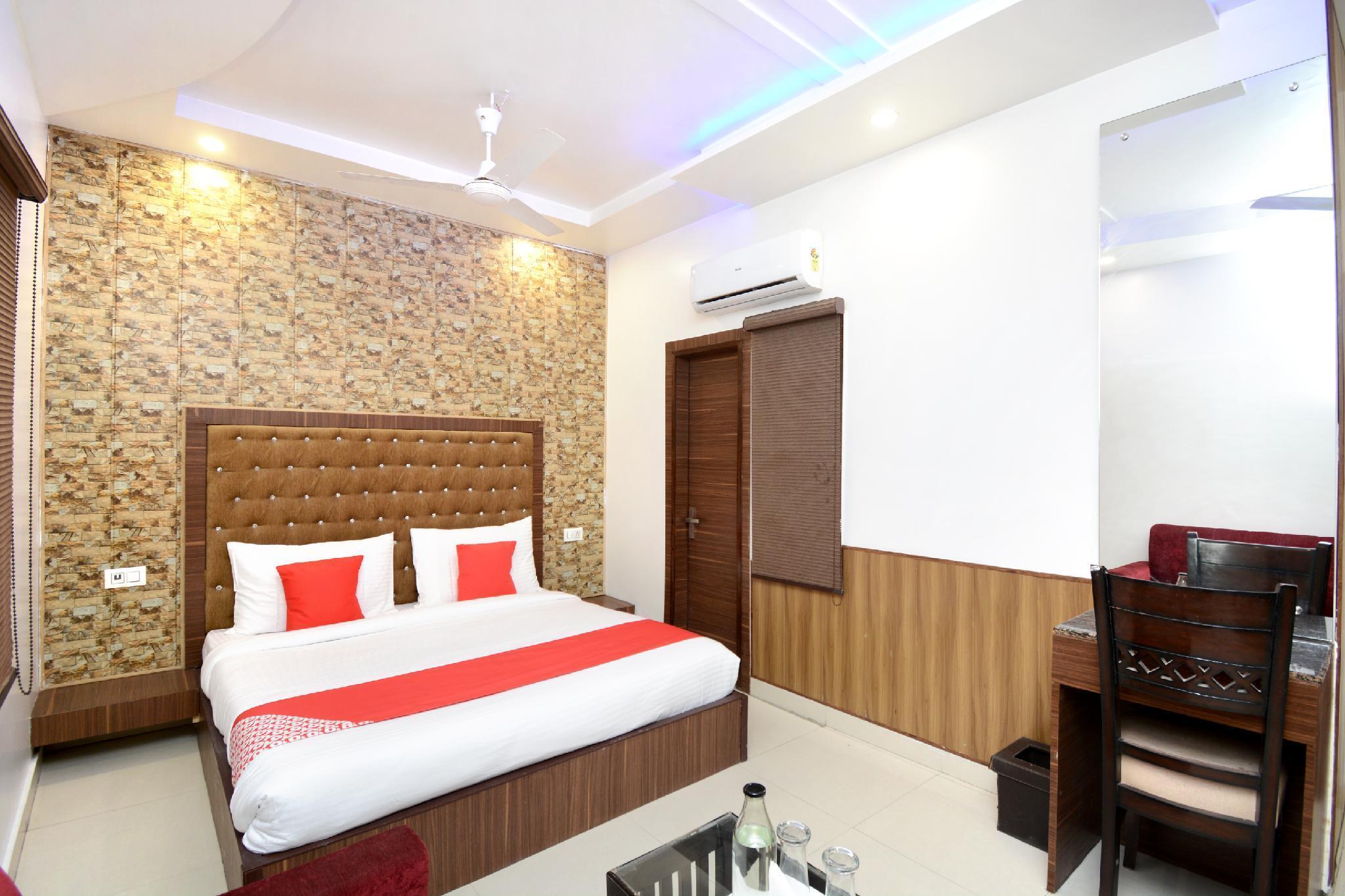 OYO Flagship 29074 Hotel Platinum Inn & Suites