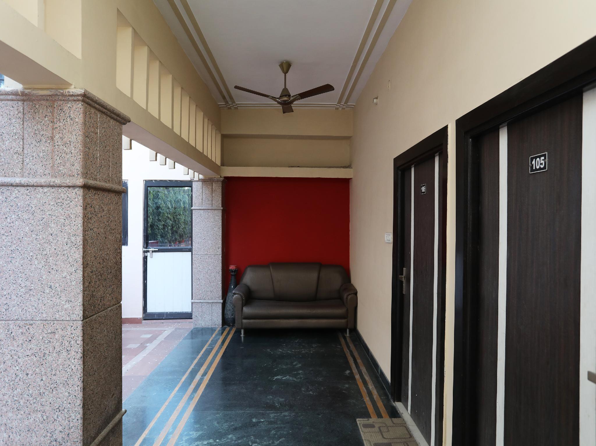 OYO 30867 Hotel Tourists Bar & Resturant, Agra