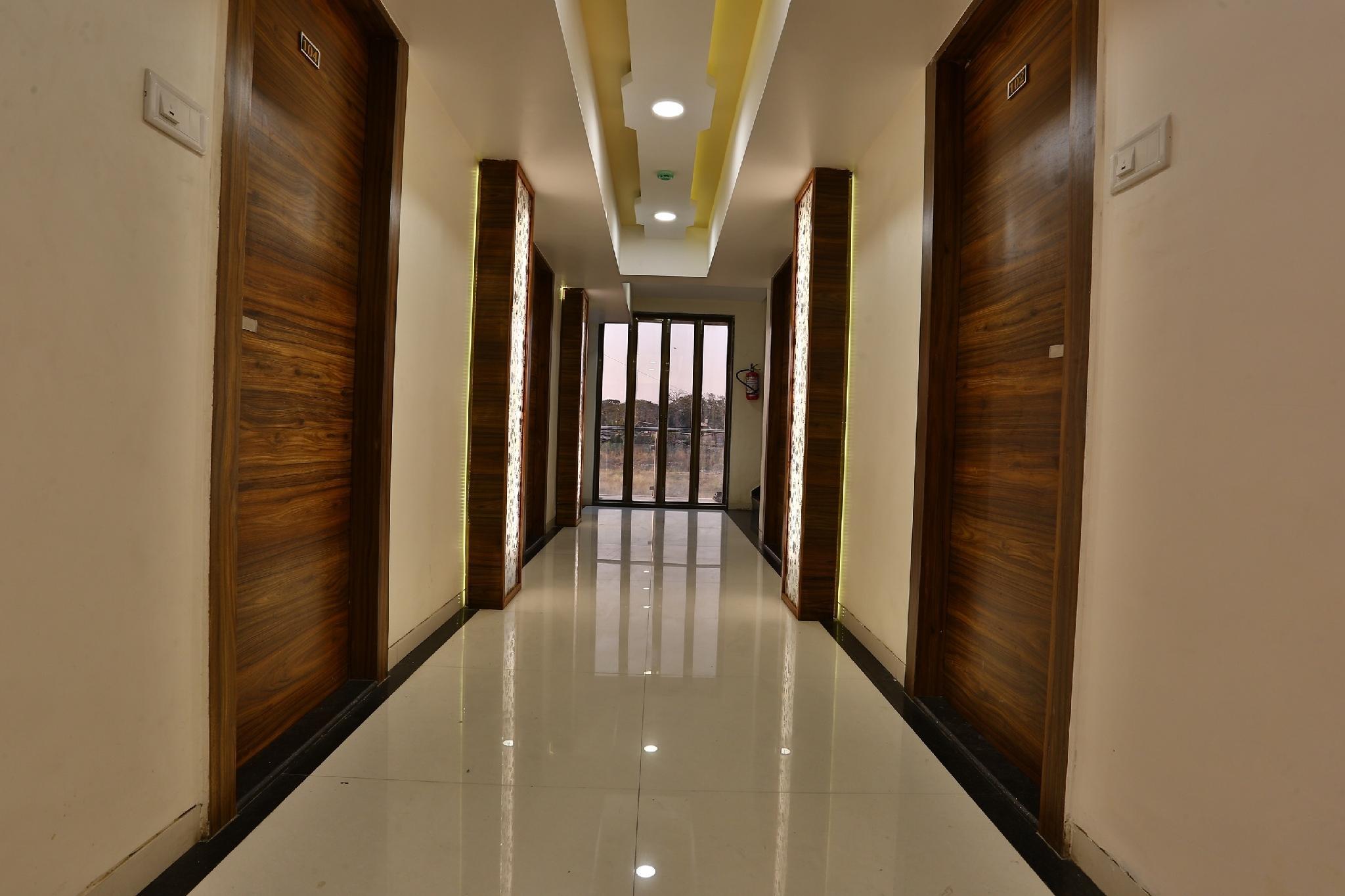 OYO 28293 Hotel Blh, Palghar