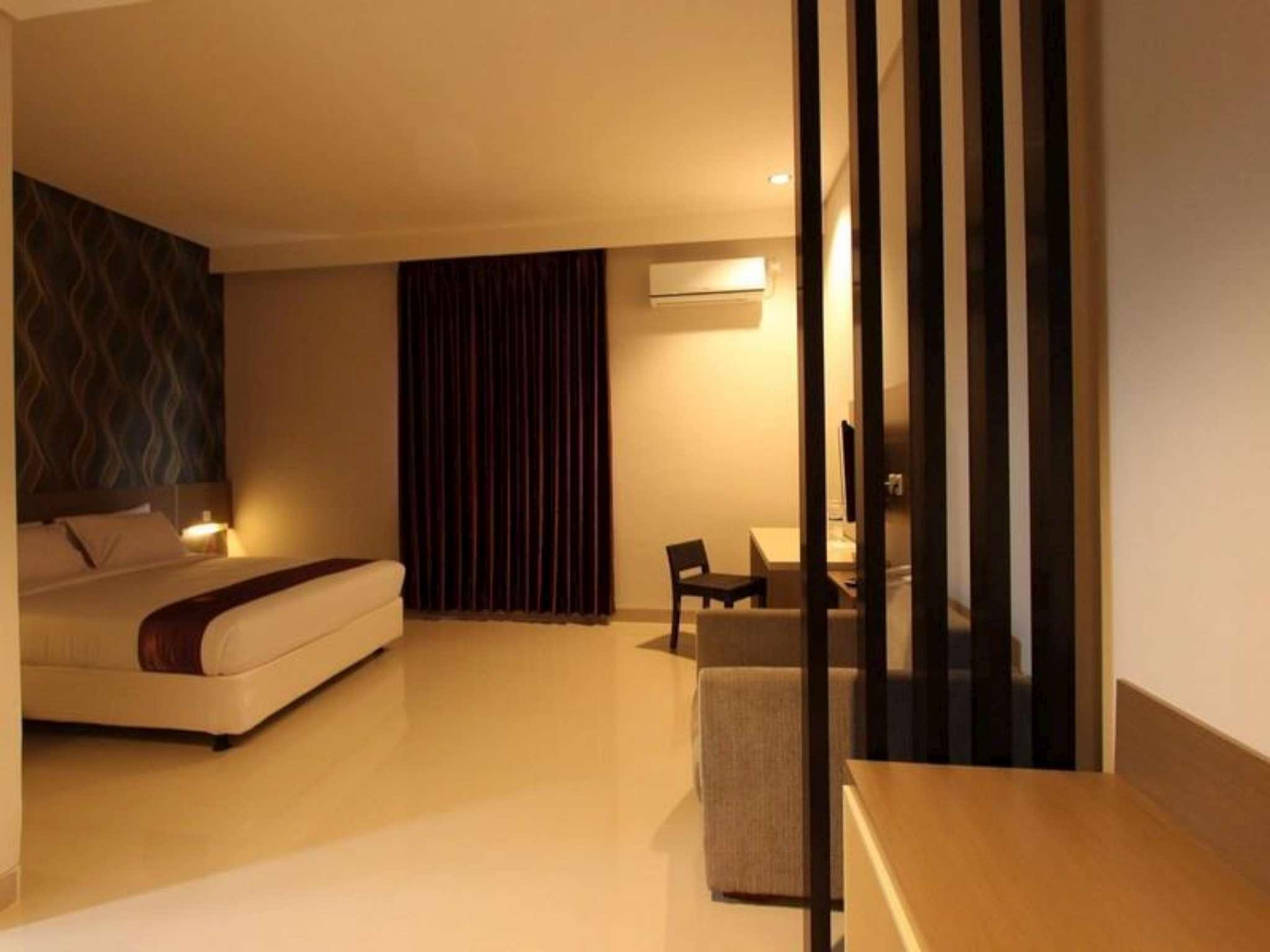 Smile Hotel Cirebon