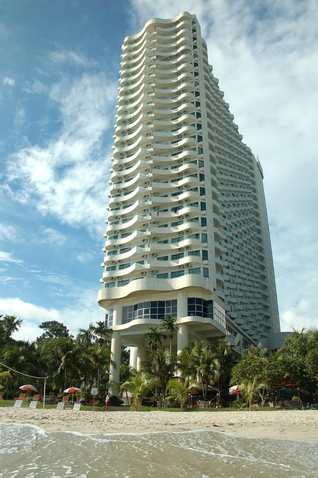 Expat's Nook Beach Resort