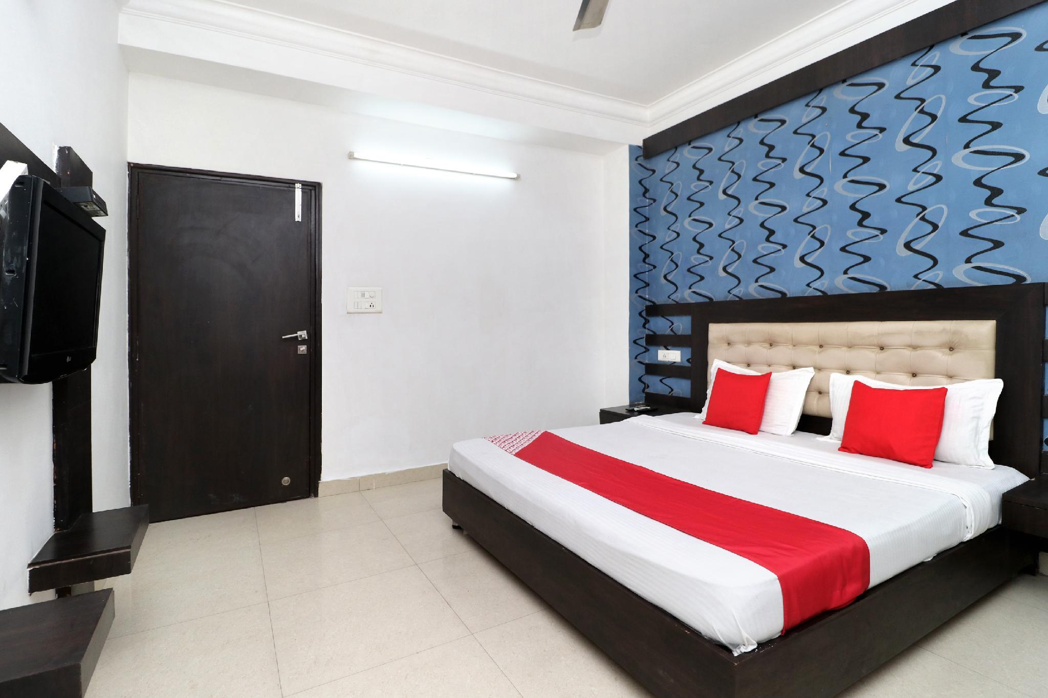 OYO 8627 Hotel Space, Ambala