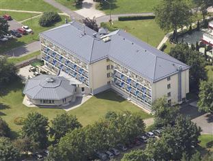 Corvus Hotel Buk, Csepreg