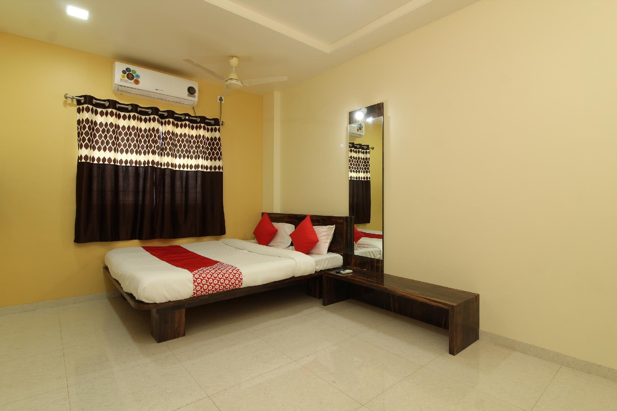 OYO 37429 Royal Rooms, Solapur