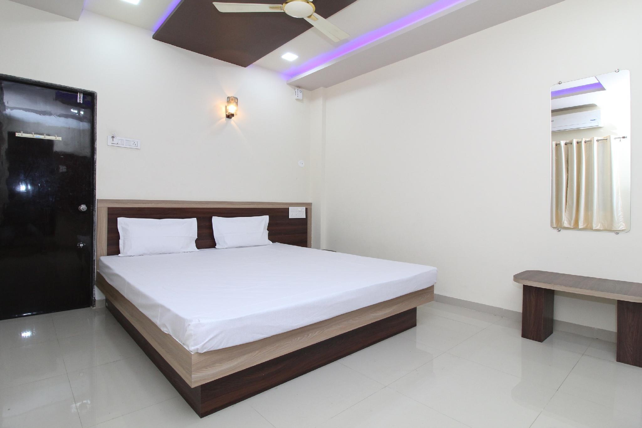 SPOT ON 37337 Royal Inn, Solapur