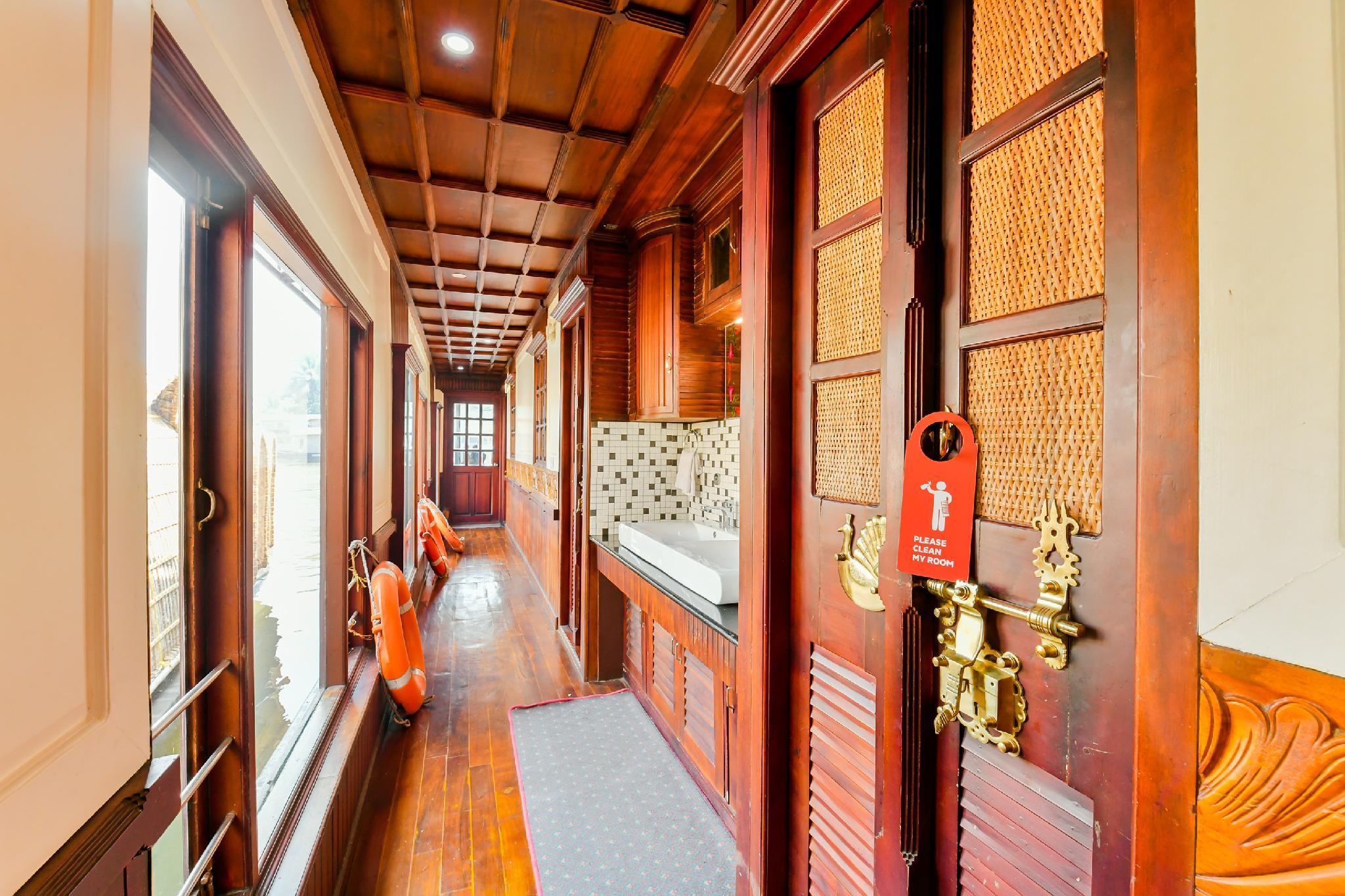 OYO 30198 Khbo Cinnamon Sharing Houseboat, Alappuzha