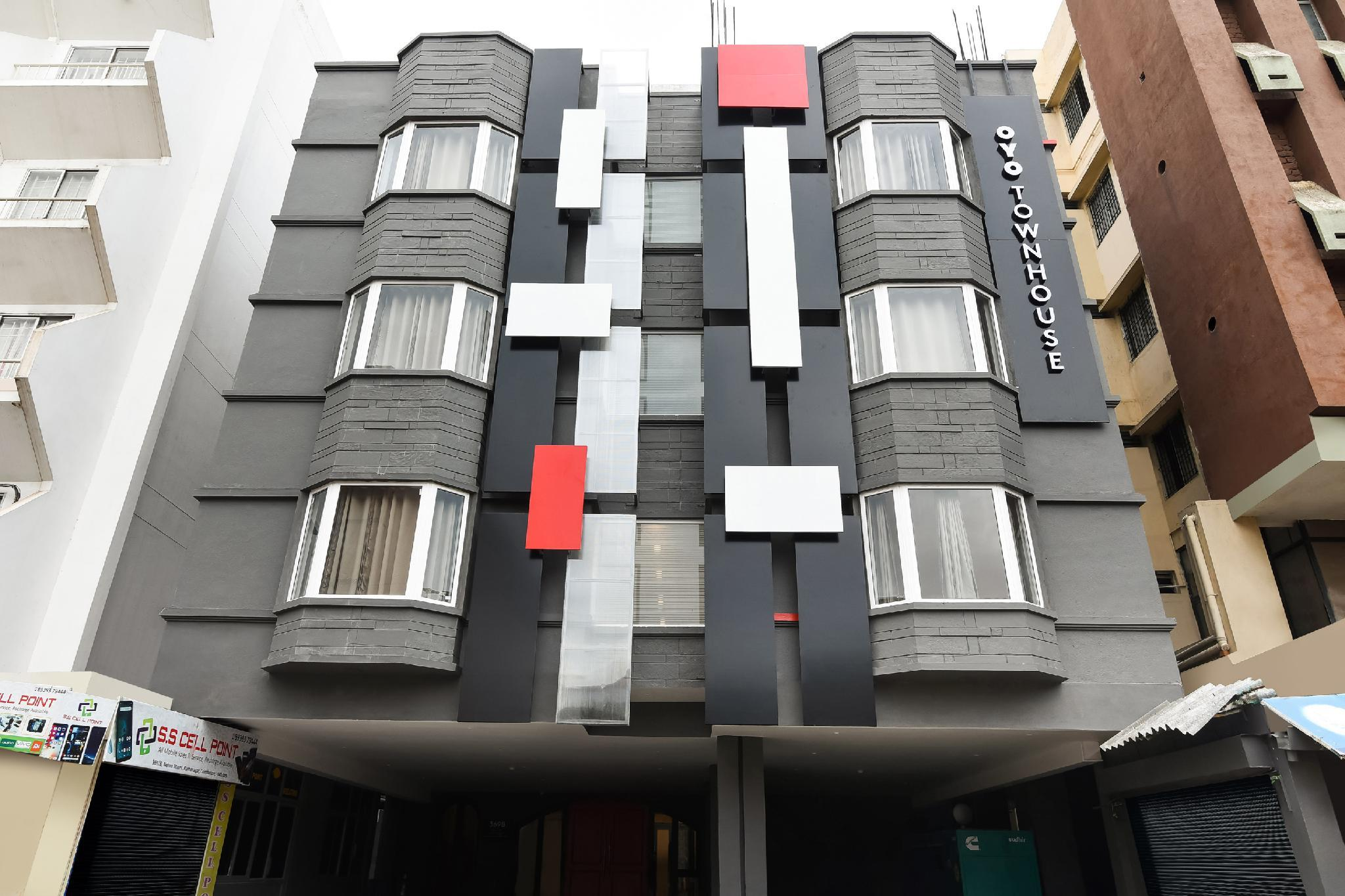 OYO Townhouse 38136 Shivalik Mercantile Co-Operative Bank, Gautam Buddha Nagar