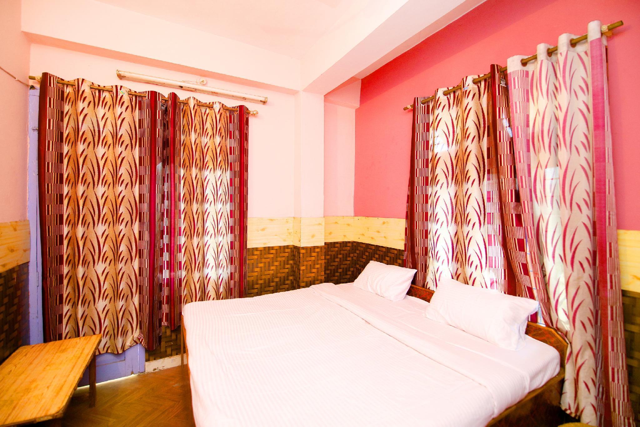 SPOT ON 37851 Hotel Naina, Bilaspur