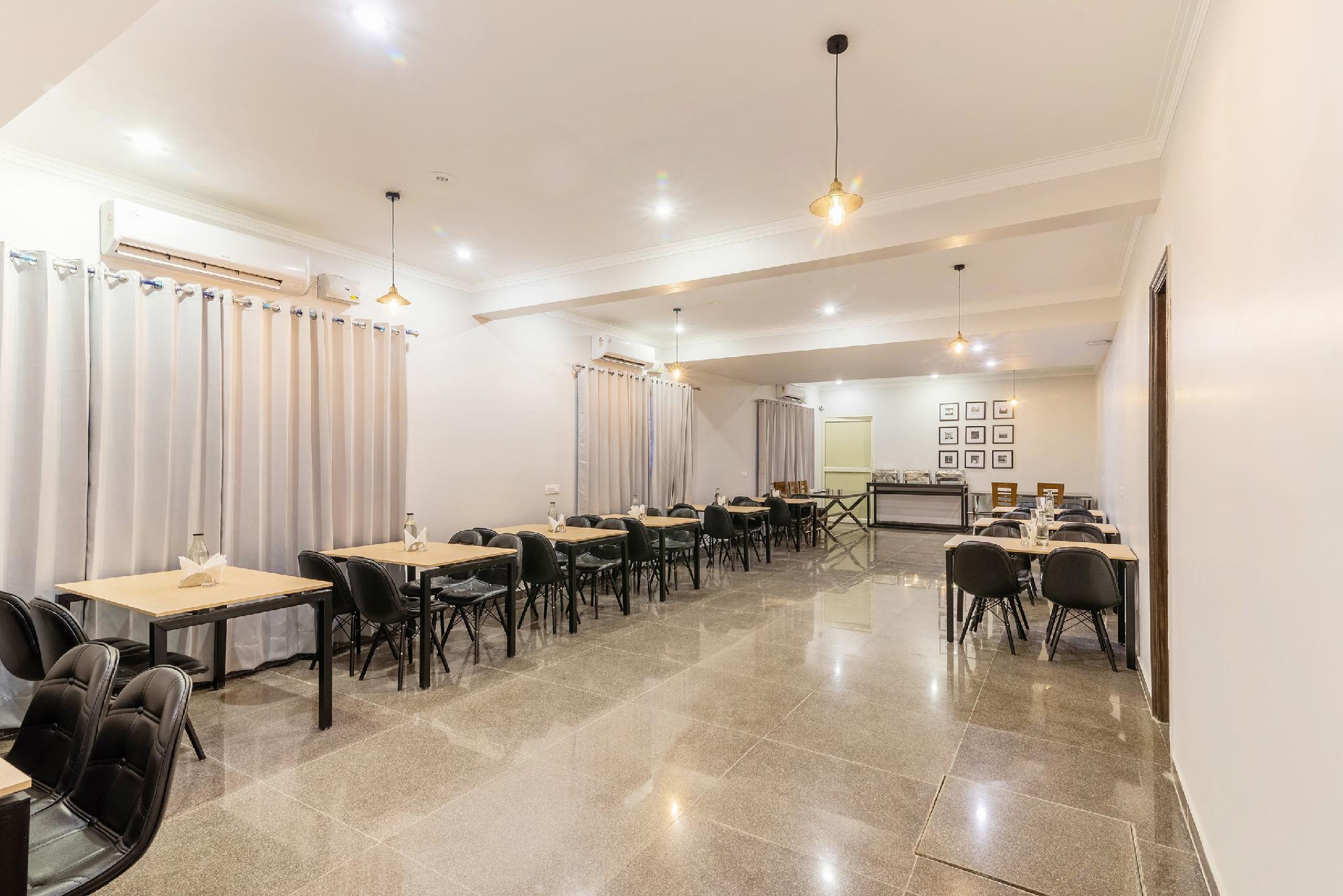 SilverKey Executive Stays 30670 Nehru Ground Faridabad, Faridabad