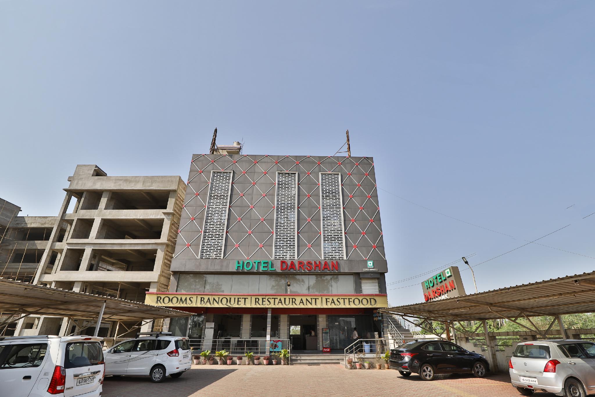 SPOT ON 38838 Hotel Darshan, Surat