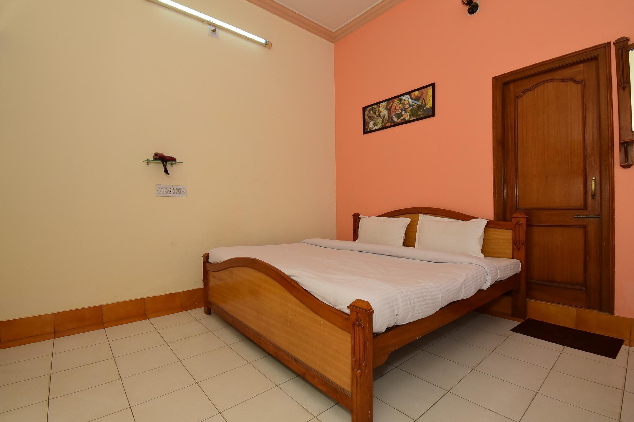 SPOT ON 38106 Sri Sai Hotel