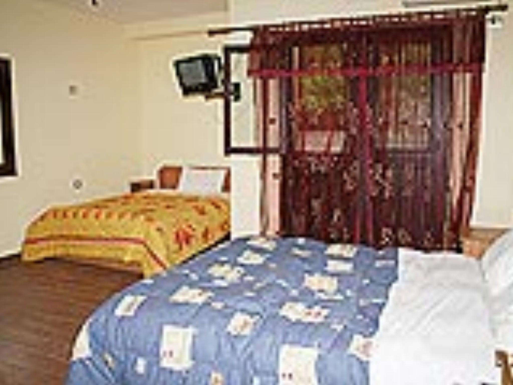 Rapsodia  Hotel, Lezhës