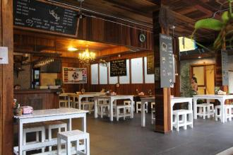The Noi Guesthouse and Restaurant