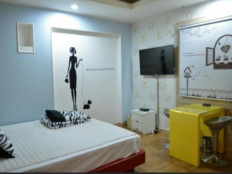 Hole In One Hotel, Sacheon
