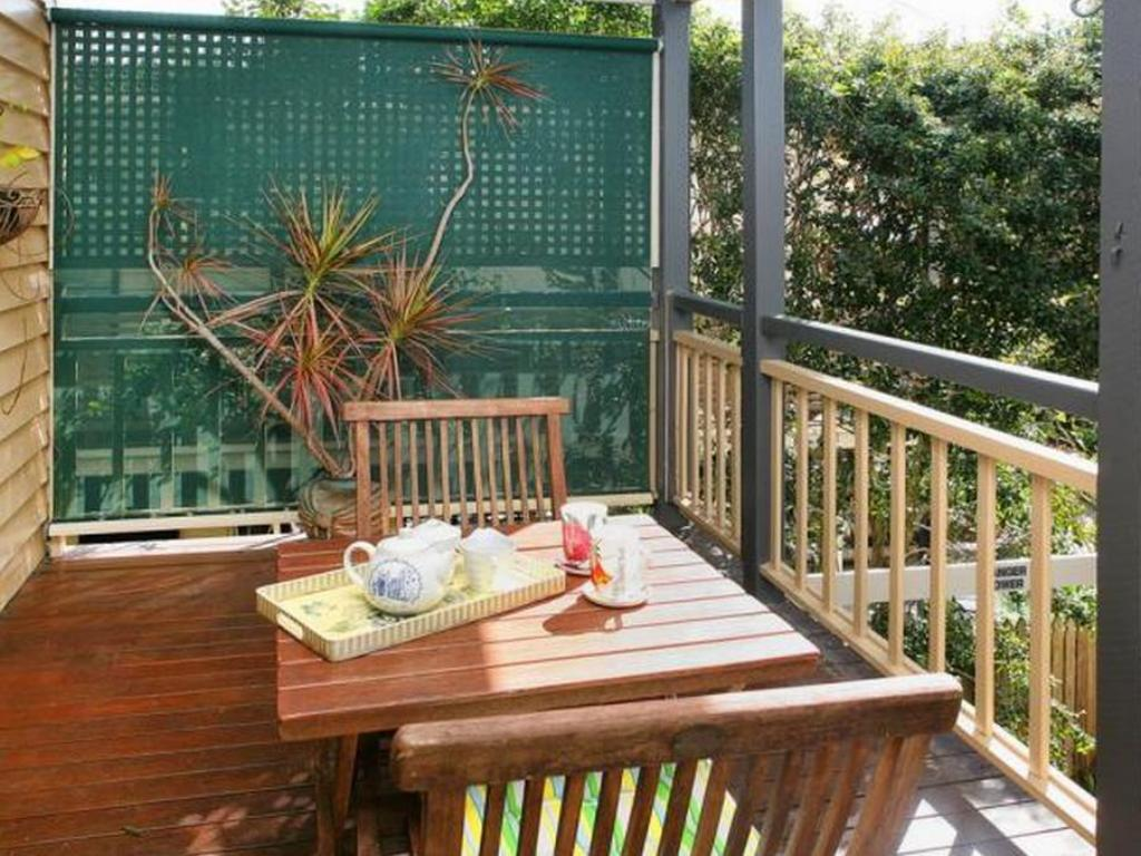 Best Price on Fern Cottage Bed and Breakfast in Brisbane ...