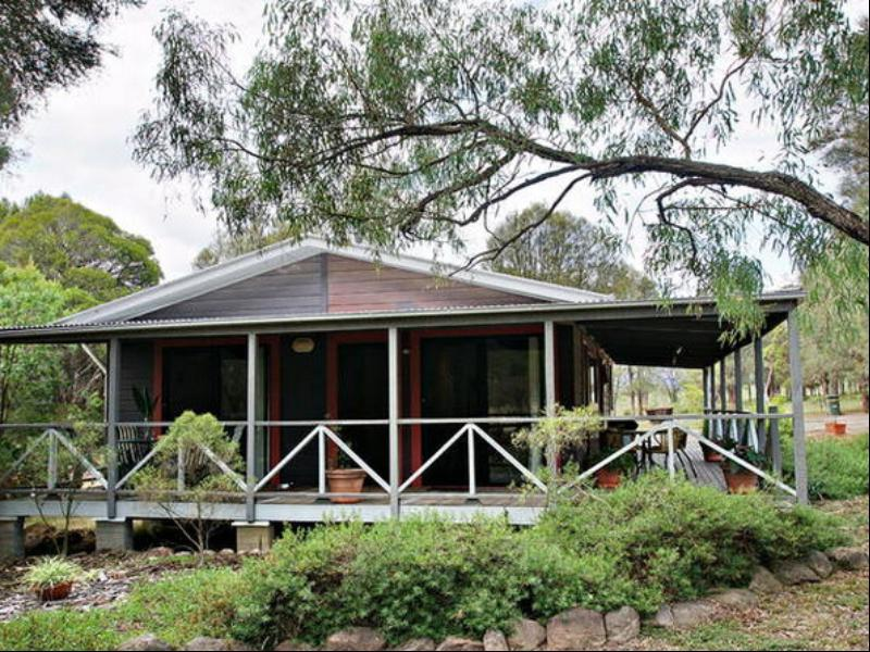 Serenity Grove Cottage Accommodation, Singleton